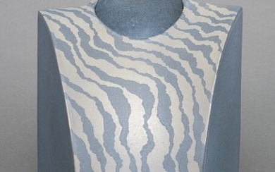 Vase - Stoneware - Takigawa Koji (1958) - A signed symmetrical shaped vase decorated with a alternating wave pattern in gray and light blue - Japan - Shōwa period (1926-1989)