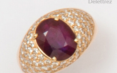 "Yellow gold ""Rush"" ring, adorned with an oval ruby in a pavé of brilliant-cut diamonds. Finger size: 55. P. Rough: 10.2g."