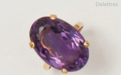 Yellow gold ring with a faceted oval amethyst....