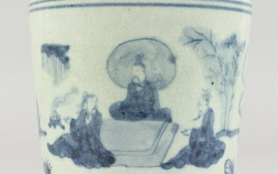 A CHINESE BLUE AND WHITE DECORATED CIRCULAR PORCELAIN
