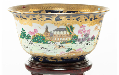 A Chinese Export Porcelain Bowl with Base (19th century)