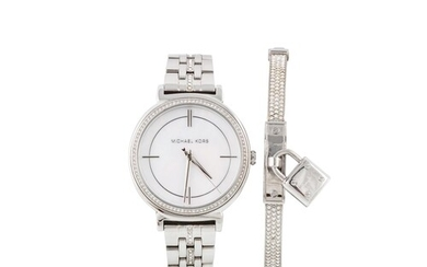 A LADY'S MICHAEL KORS WRIST WATCH, mother of pearl dial, tog...