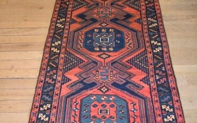 A SUPERB PERSIAN TARROM HALL RUNNER, 100% WOOL. SOLID & HARD-WEARING. EX-GALLERY STOCK. IN EXCELLENT CONDITION. HAND-KNOTTED VILLAGE...