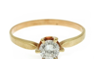 A diamond ring set wth a brilliant-cut diamond, mounted in 14k gold. Size 68.