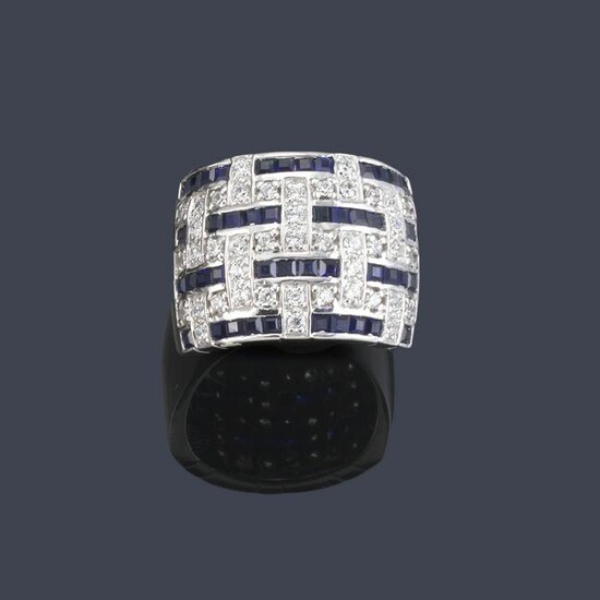 Brilliant calibrated sapphire front ring in 18K white