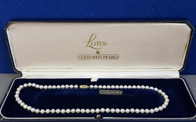 CULTURED PEARL NECKLACE WITH 18CT YELLOW GOLD FITTINGS, 21.3...