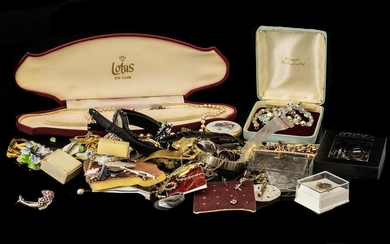Collection of Vintage & Modern Costume Jewellery to include ...