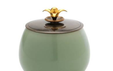 Kgl. P., Knud Andersen: A round stoneware lid jar with bronze lid, decorated with celadon...