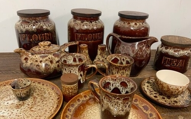 Large quantity of Foster treacle pottery ware