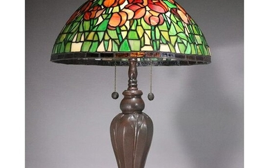 Quality 20th C Leaded Glass Decorative Table Lamp