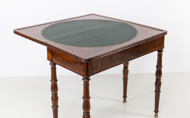 Victorian games table in mahogany, second half of the 19th Century.