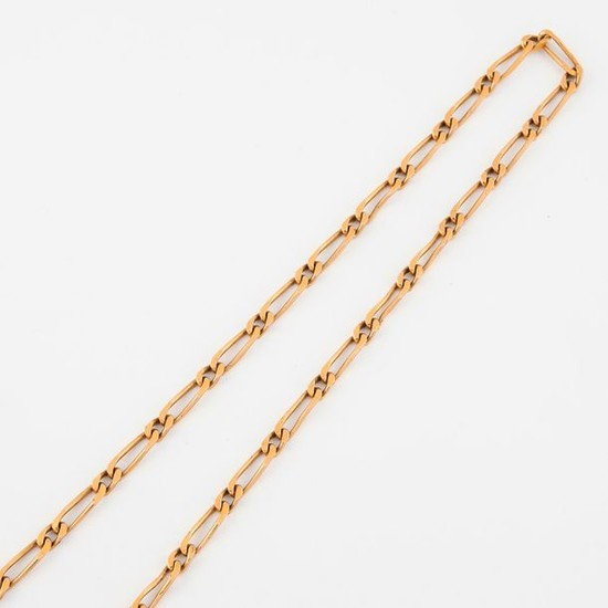 Yellow gold necklace (750) with horse stitch.