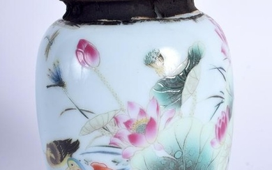 A CHINESE PORCELAIN TEA CANISTER, decorated with birds