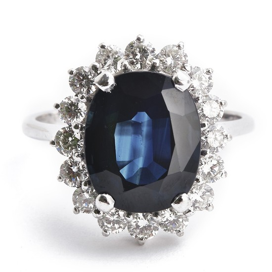 A sapphire and diamond ring set with an oval-cut sapphire weighing app. 4.85 ct. and numerous brilliant-cut diamonds, mounted in 14k white gold. Size 55.