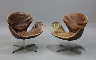 Arne Jacobsen. A pair of vintage lounge chairs ,'The Swan' (2)