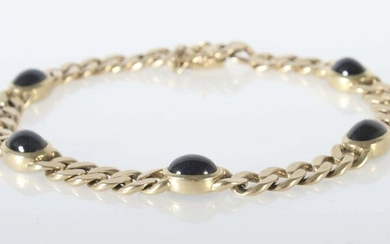 Bracelet 1970/80's, yellow gold 585, curb chain, with 5 dark sapphires in oval cabochon cut (total approx. 7.5 ct), with pin buckle and safety guard on both sides, with hallmark of fineness, total approx. 19.5 g, l: 20.5 cm. Normal wear marks.