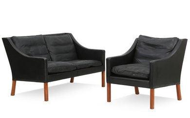 Børge Mogensen: Two seater sofa and chair with legs of teak, upholstered with black leather. Manufactured by Fredericia Stolefabrik. (2)