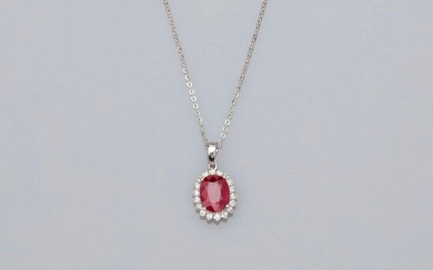 Chain and pendant in white gold, 750 MM, decorated with an oval ruby weighing 1.35 carat hemmed with diamonds, length 45 cm, spring ring clasp, weight: 1.85gr. rough.