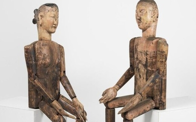 Chinese Art. A pair of articulated wooden mannequins China, Qing dynasty, 19th century . Cm 42,00 x 135,00.