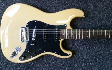 London City - Spitfire MKII, stratocastermodel Butterscotch - Electric guitar