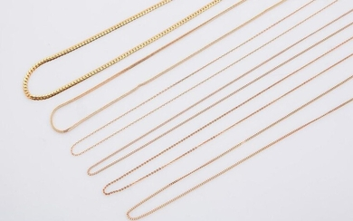 Lot of six fine choker chains in 18 carat yellow gold (750 thousandths) including a choker with English mesh.