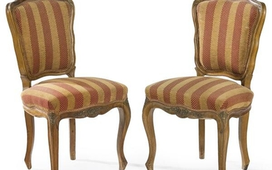 Pair of Louis XV chairs in carved walnut wood with