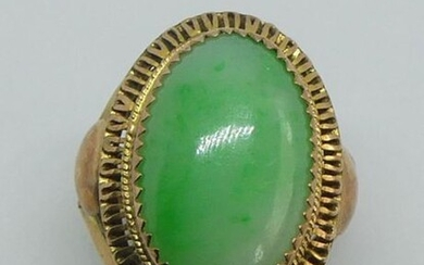 RING in 9 K yellow gold, the openwork frame, the oval bezel set with a jade cabochon. Gross weight 4,5 g TDD 52-53
