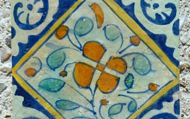 Rare antique tile with flower. - Earthenware