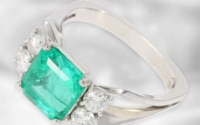 Ring: very fine emerald ring with diamonds, made by Hofjuwelier Roesner, total ca. 3,32ct, 18K white gold, handmade