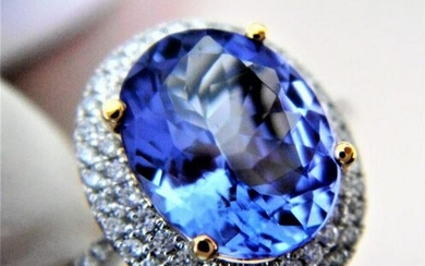 18k White Gold Ring with Tanzanite and G-H color VVS-VS