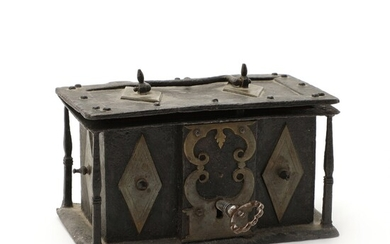 A 19th century Baroque style iron and brass box. H. 8 cm L. 15 cm D. 9 cm.