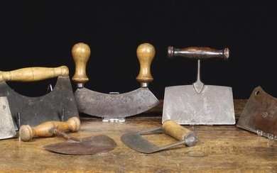 A Collection of Antique & Vintage Kitchen Choppers with steel blades on turned treen handles (7 in t
