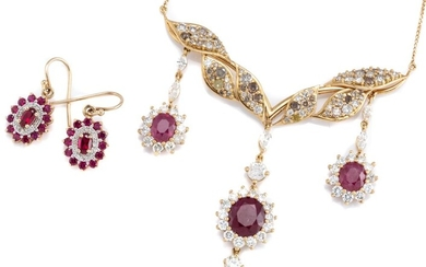 A RUBY AND DIAMOND NECKLACE WITH MATCHED EARRINGS; wing shape centrepiece set with 71 single and round brilliant cut white, champagn...