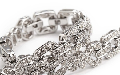 A diamond bracelet set with numerous brilliant-cut diamonds weighing a total of app. 2.80 ct., mounted in 18k white gold. H-I/VS-SI. L. app. 18 cm.