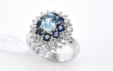 AN AQUAMARINE, SAPPHIRE AND DIAMOND CLUSTER RING IN 18CT WHITE GOLD