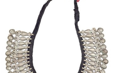 African necklace in silver-plated metal, third quarter of the 20th Century.
