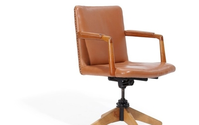"""Hans J. Wegner: """"A 721"""". An oak swivel chair with metal tilt function. Upholstered with patinated brown leather. Manufactured by Planmøbel."""