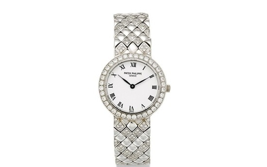 PATEK PHILIPPE | REFERENCE 4820 A WHITE GOLD AND DIAMOND-SET BRACELET WATCH, MADE IN 1993