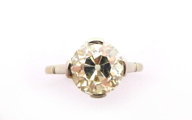 RING in 18K white gold holding a diamond of about 2 carats old cut. TDD: 54. Gross weight : 2.52 gr. A white gols and diamond ring.