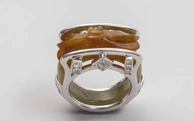 White gold 750mm signet ring surmounted by a...