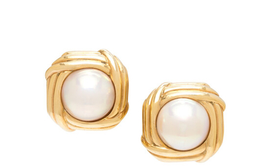 YELLOW GOLD AND CULTURED MABE PEARL EARCLIPS