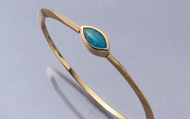 18 kt gold bangle with opal, YG...