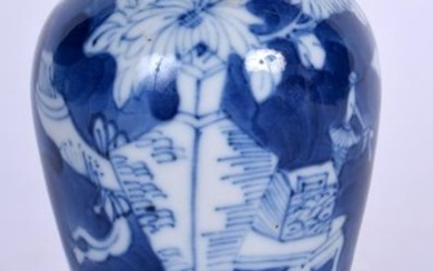 A 19TH CENTURY CHINESE BLUE AND WHITE PORCELAIN VASE