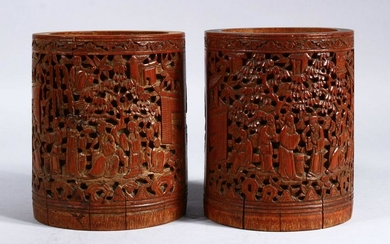 A GOOD PAIR OF 19TH CENTURY CHINESE CANTON CARVED WOOD