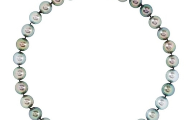 A STRAND OF TAHITIAN PEARLS