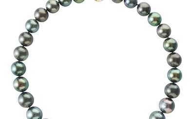 A TAHITIAN PEARL NECKLACE COMPRISING TWENTY NINE ROUND PEARLS MEASURING 12MM TO 15.2MM, TO A BALL CLASP IN TWO TONE 18CT GOLD, TOTAL...