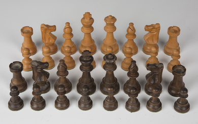 A modern boxwood Staunton chess set, one side stained, height of king 9.6cm.