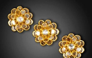 A suite of Indian diamond-set gold jewellery, comprising a pair of earrings and a pendant, of flowerhead form, the petals set with flat-cut diamonds, with green and white Jaipur enamel to the reverse in gold, each 2.5cm high