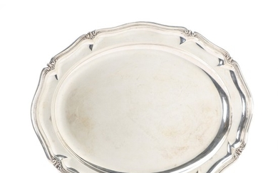 An Australian sterling silver dish. With German mark for Wilkens & Söhne. 20th century. Weight 1445 gr. L. 49 cm.