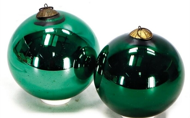 Biedermeier, Christian tree balls, green glass, height